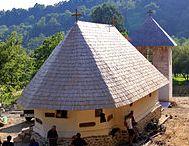 """Biserica """"Adormirea Maicii Domnului"""" Costeşti"""